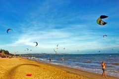 Beach---Kitesurfs-small